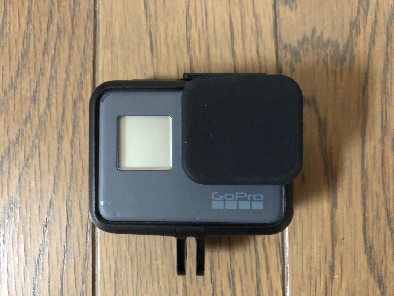 GoProにシリコン製のカバーを取り付けた様子