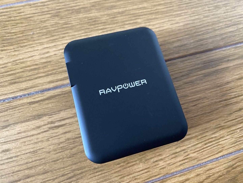 RAVPower USB 充電器(RP-PC026)の外観と付属品